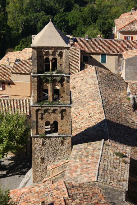 Bild: Der Kirchturm von Moustiers-Sainte-Marie