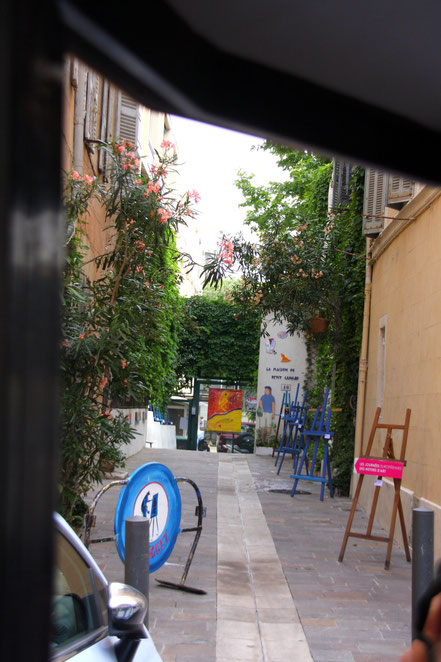 Bild: Blick in einen Hof im Panier-Viertel in Marseille