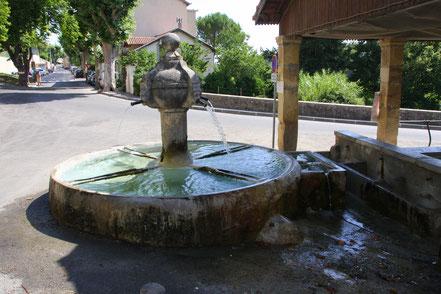 Bild: La Fontaine du Tholonet in Valensole