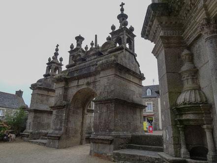 Bild: umfriedete Pfarrbezirk Saint-Thégonnec