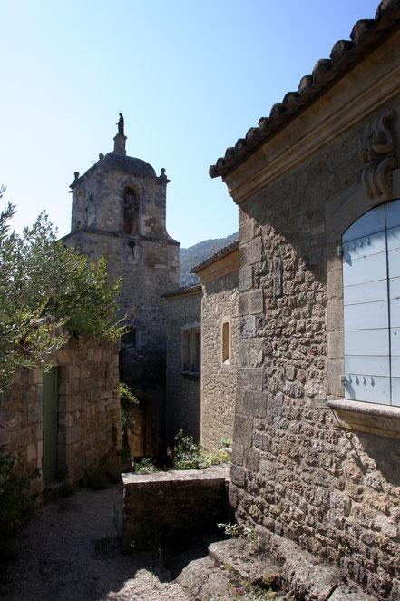 Bild: Glockenturm mit Marienstatue in Maubec