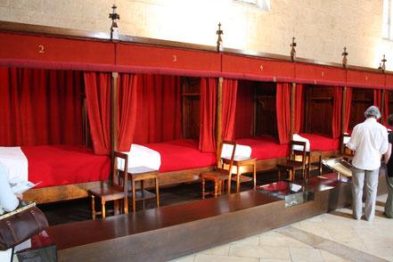 Bild: die Betten im Krankensaal von Hospiz von Beaune (Hôtel Dieu)