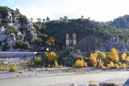 Bild: Pfeiler der Ehemaligen Hängebrücke im Bouches du Rhône