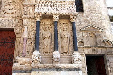 Bild: Das Portal der Église St.-Trophime in Arles