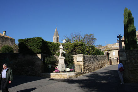 Bild: Einfahrt Castillon-du-Gard