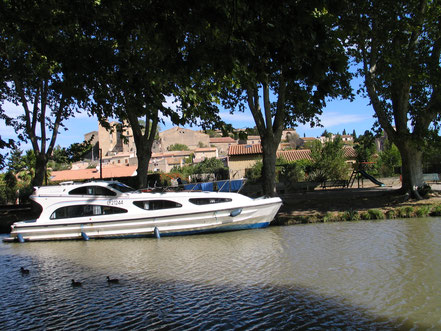 Bild: Mit dem Hausboot auf dem Canal du Midi, hier bei Argens-Minervois