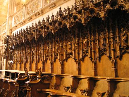 Bild: das Chorgestühl der Monastére de Brou in Bourg-en-Bresse