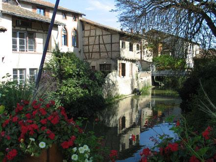 Bild: Häuser am Fluß Chalaronne in Châtillon-sur-Chalaronne
