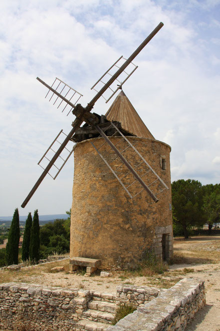 Bild: Historische Windmühle in Saint-Saturnin-les-Apt