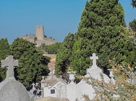 Bild: Dorffriedhof mit Tour Barberousse in Gruissan
