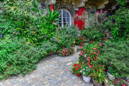Bild: Blumengeschmücktes Haus in Aiguèze