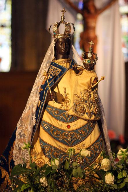 Bild: schwarze Madonna in der Kirche Notre Dame in Bourg-en-Bresse