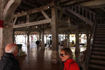 Bild: Überdachte Markthalle in Villeréal