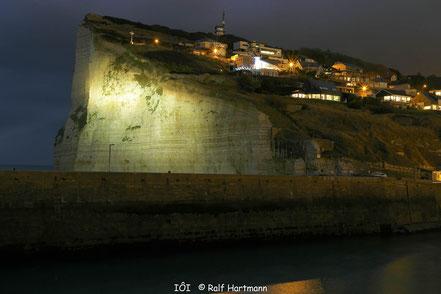 Bild: Blick auf Cap Fécamp bei Nacht