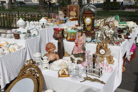 Bild: Antiquitäten in L´Isle-sur-la-Sorgue am Sonntag