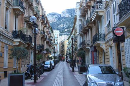 Bild: in den Straßen um den Hafen von Monaco