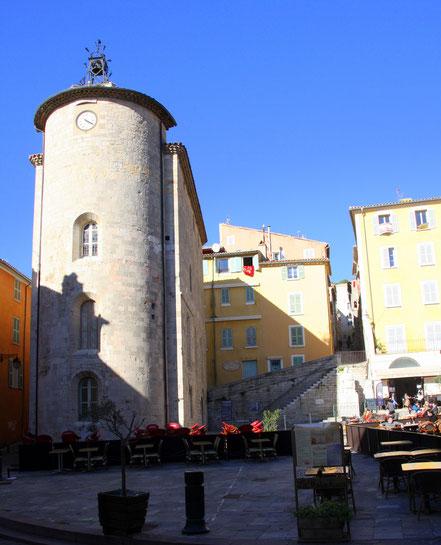 Bild: Tour des Templiers am Place Massillon in Hyéres