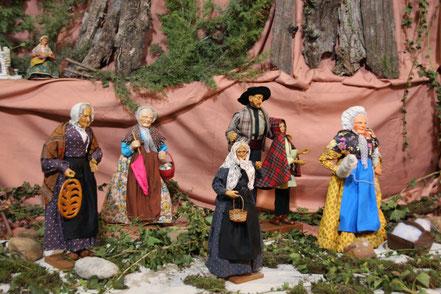 Bild: Krippenfiguren in Orange zur Weihnachtszeit, Provence