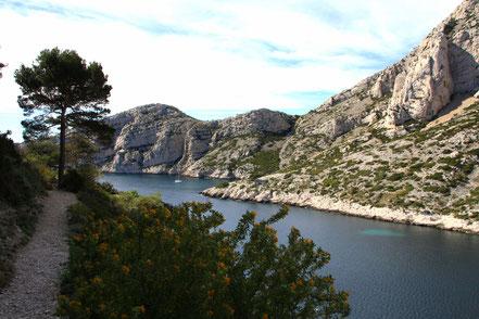 Bild: Auf dem Wanderweg mit Blick rechts zum Cap Morgiou