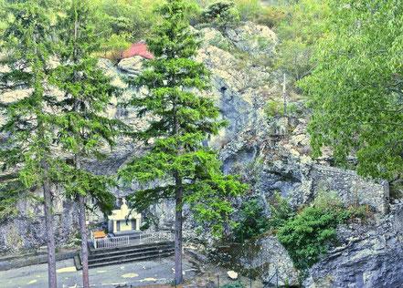 Bild: Grotte de Lourdes in Saint-Montan im Département Ardèche