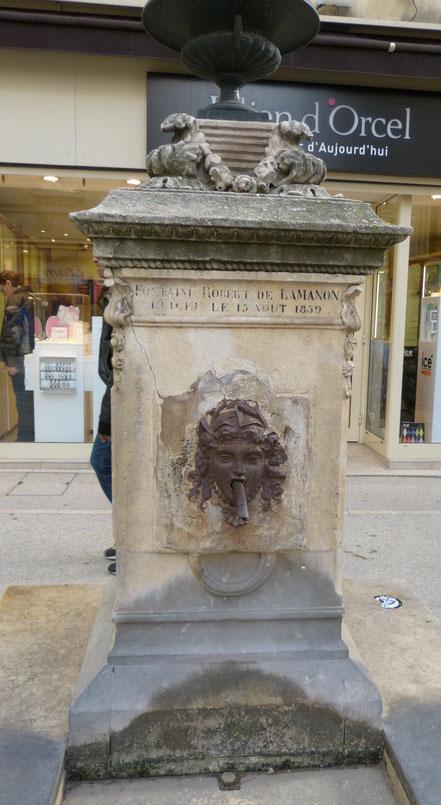 Bild: Robert-de-Lamanon-Brunnen von 1859 in Salon-de-Provence