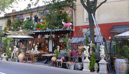 Bild: Antiquitätengeschäft in L´Isle sur la Sorgue