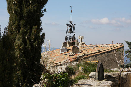 Bild: schmiedeeiserner Glockenturm in Bonnieux, Provence