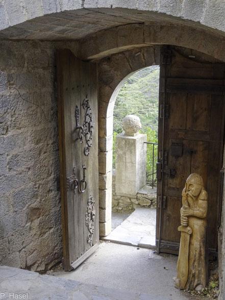 Bild: Eingang zur Burg in Castelnou