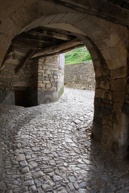 Bild: Portal der Pechnasen in Banon, Alpes de Haut Provence