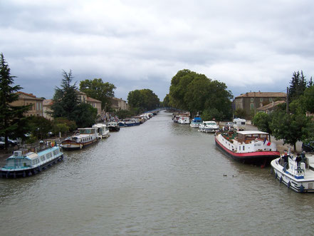 Bild: Mit dem Hausboot auf dem Canal du Midi, hier Homps