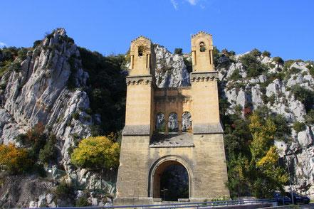 Blld: Pfeiler der Ehemaligen Hängebrücke im Vaucluse