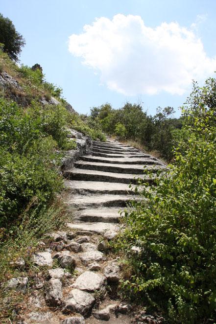 Bild: Aufstieg zum Fort de Buoux