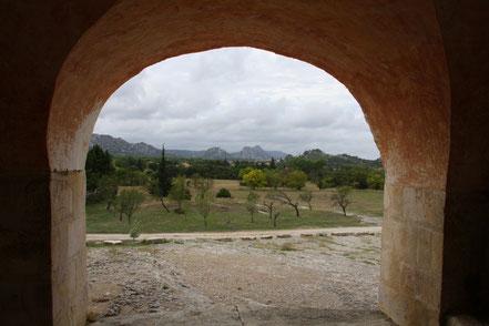 Bild: Blick von der Chapell Saint-Sixte auf Die Alpilles