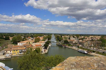 Bild: Der Canal du Rhône a Sète in Aigues-Mortes
