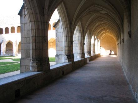 Bild: Kreuzgang der Monastère de Brou in Bourg-en-Bresse