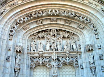 Bild: Portal der Monastère de Brou in Bourg-en-Bresse