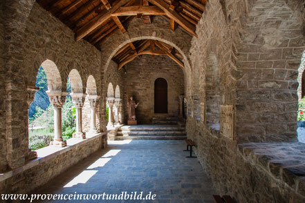Bild: Abbaye de Saint-Martin-du-Canigou im Roussillon