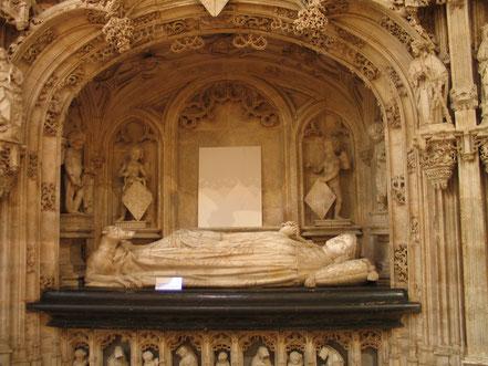 Bild: im Innern der Monastére de Brou in Bourg-en-Bresse