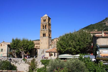 Bild: Pfarrkirche in Moustiers-Saint-Marie