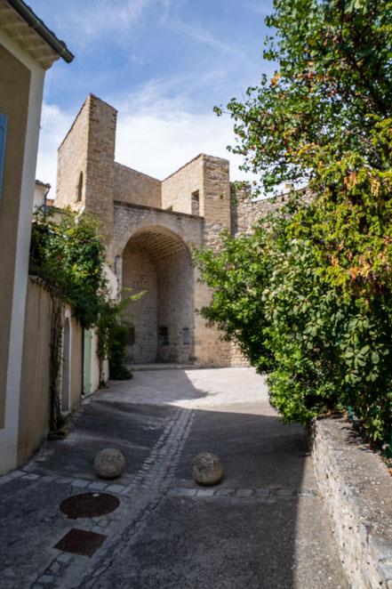 Bild: Buis-les-Baronnies mit Tour Safre im Département Drôme