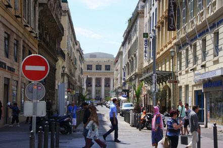 Bild: Rue Beauvau mit Blick auf die Oper in Marseille
