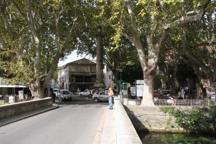 Bild: Dorfplatz in Fontaine de Vaucluse