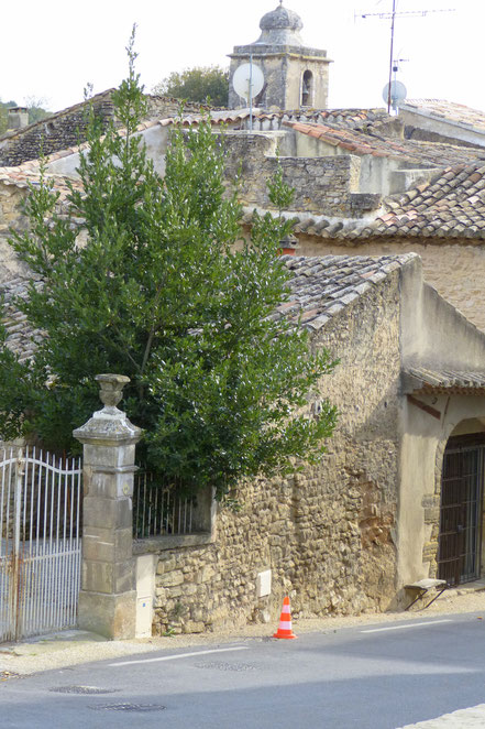 Bild: Blick auf Pfarrkirche St. Peter in Lagnes, Vaucluse