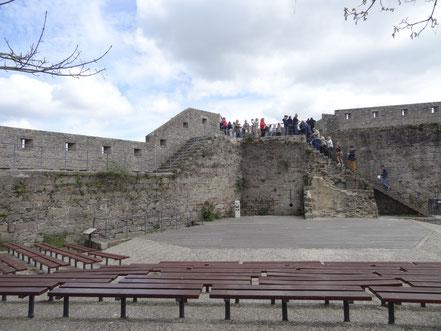 Bild: Aufgang zur Stadtmauer im Innern der Ville close in Concarneau