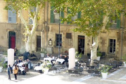 Bild: Restaurant gegenüber Palais des Papes, Avignon