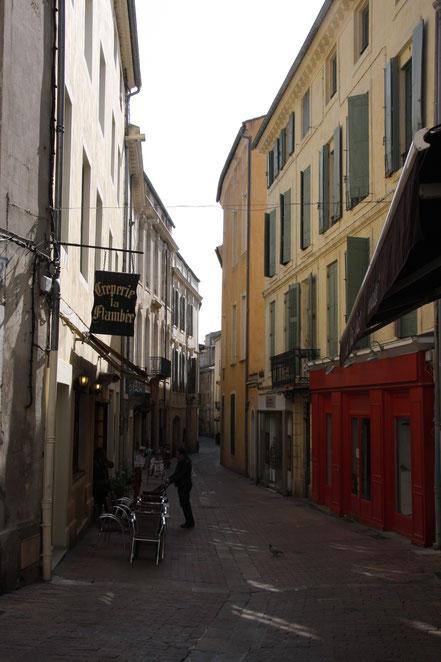Bild: in den Straßen der Altstadt von Nimes