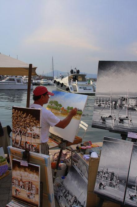 Bild: Maler am Hafen von Saint-Tropez