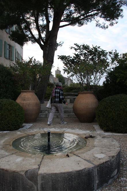 Bild: öffentlicher Garten in Ménerbes