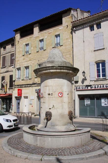 Bild: Fontaine aus dem 16 Jahrhunder in Roquemaure
