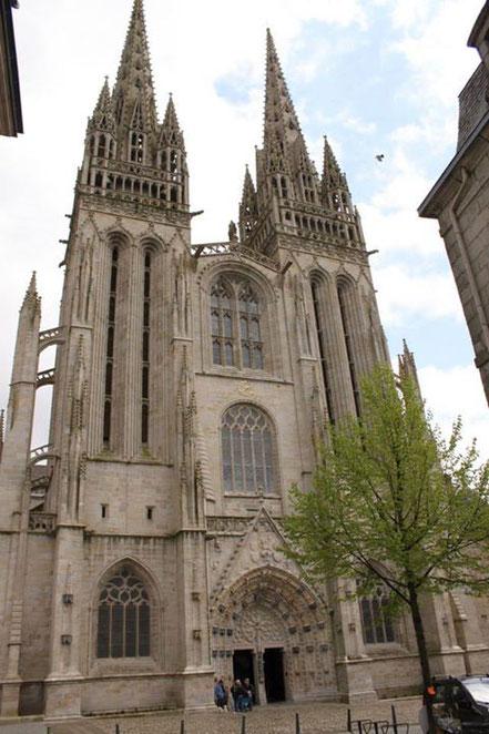 Bild: Portal der Cathédrale Saint Cortin